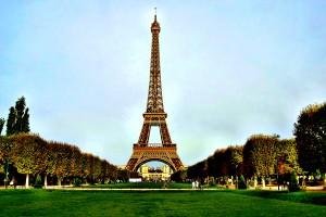 Eiffelturm Paris hautnah erleben, dank staedtereisen-europa.ch